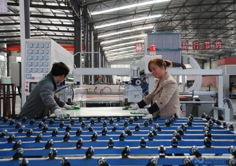 河南南阳钢化玻璃生产线项目